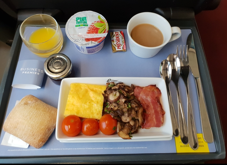 Breakfast tray with main course in Eurostar